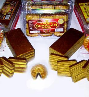 Paket Kue Pia atau Lapis Legit